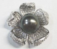 wunderschöner Blumenanhänger in Silber Sterlingsilber 925/- mit einer feinen schwarzen Tahitiperle und unzähligen weissen funkelnden Zirkonia, hochglanzpoliert, Maße Breite ca.20mm, zum Schnäppchenpreis, Abramowicz seit 1949 aus Stuttgart