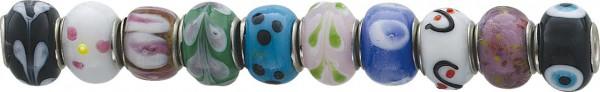 Hübsches, buntes  Bead Set 10-teilig von CHRYSTAL BLUE aus Glas. Die  Beads sind aus Metall und haben  einen Durchmesser von 13mm.  Sie sind  geeignet für Ketten bis zu einer Stärke von 4mm. Nur bei Abramowicz, Ihrem Vertrauensjuwelier aus St