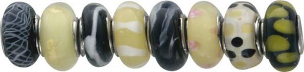 CHRYSTAL BLUE Beadset aus Muranoglas, 8-teiliges  Nachfüllbeads-Set, aus Metall.  Die Durchmesser der Beads betragen ca. 13mm.  Die Farben der Beads wechseln zwischen gelb, schwarz und grün , sind also überall gut einzuwechseln. Nur bei Abram